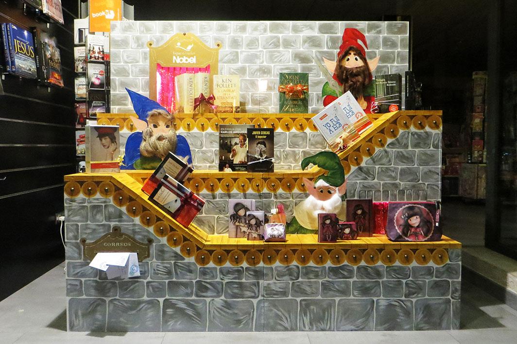 F brica de regalos de la nobel escaparate de navidad - Adornos de navidad para escaparates ...